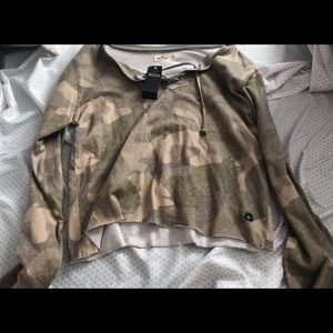 Camo Hollister long sleeve crop top
